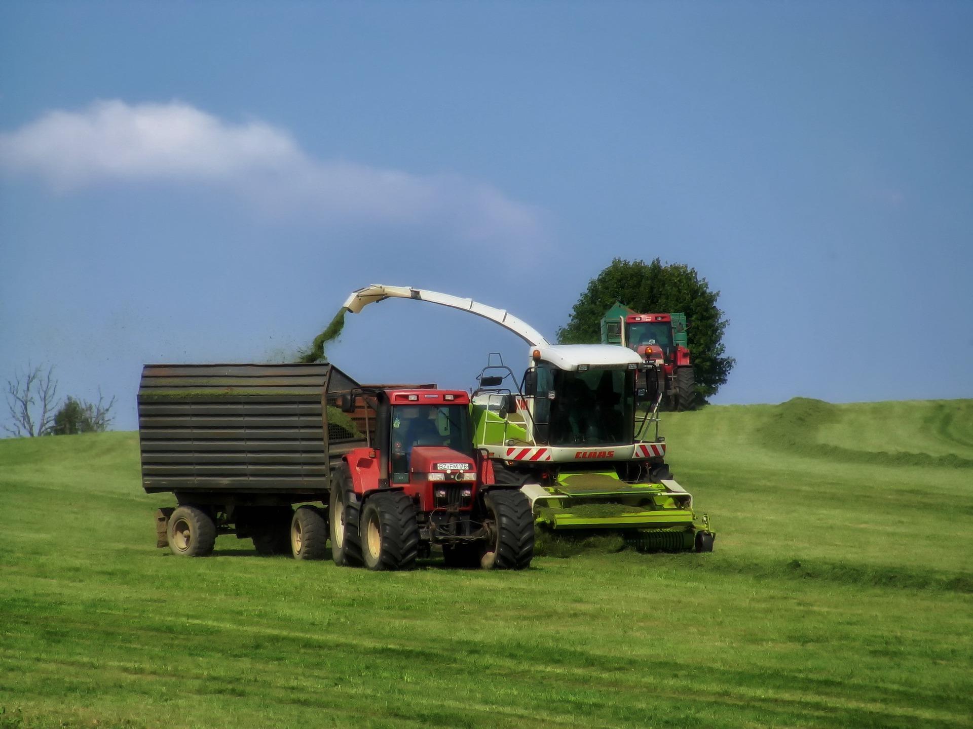 AgriCarbone récolte de biomasse, ensilage de CIVE et de culture intermédiaires (suite fauchauge et préfanage)